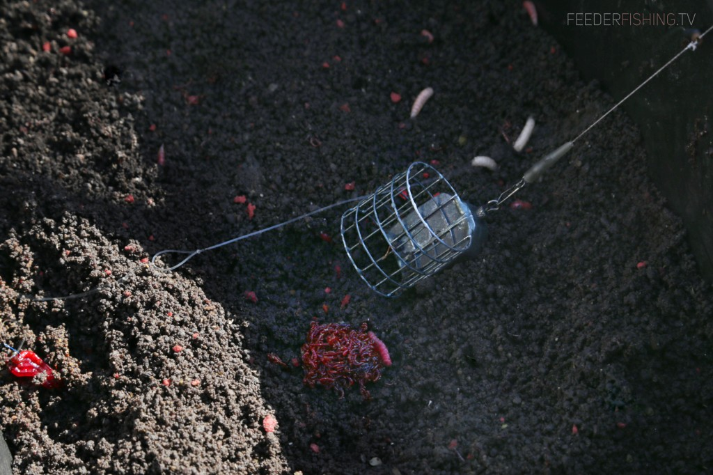 Feederfishing.tv feed cage