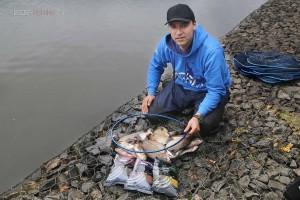 Отчет о ловле леща фидером на реке с медленным течением и не большой глубиной.