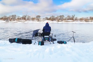 Зимний фидер на реке или ловля в двойном русле
